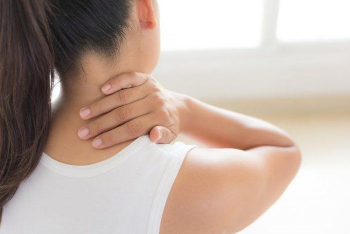 أطباء: آلام الرقبة علامة نادرة على المعاناة من مضاعفات كوفيد-19