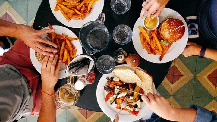 دراسة: 1 بالمئة من سكان العالم يأكلون ما يشاؤون دون زيادة أوزانهم