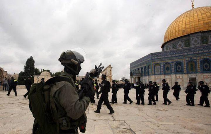 قوات الاحتلال تبعد حارسا عن المسجد الأقصى 6 أشهر