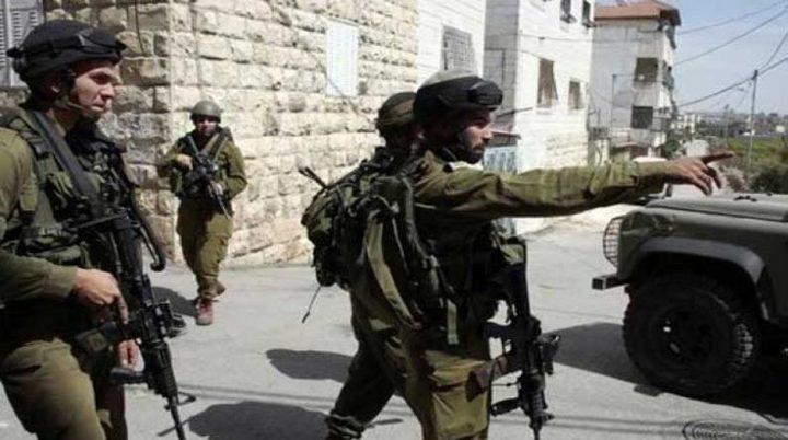 الاحتلال يخطر بوقف البناء في جدران استنادية في الولجة