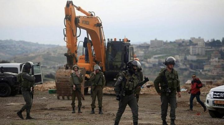 سلطات الاحتلال توقف العمل بحفرية بناء في قرية ارطاس