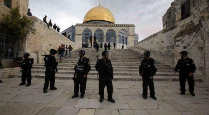 الاحتلال يسلم أسيرا محررا قرارا بالإبعاد عن القدس