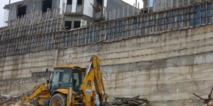 بلدية الاحتلال تخطر بهدم وإخلاء منشآت صناعية في منطقة واد الجوز