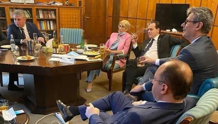 رومانيا.. مخالفة رئيس الوزراء بعد خرقه قيود كورونا