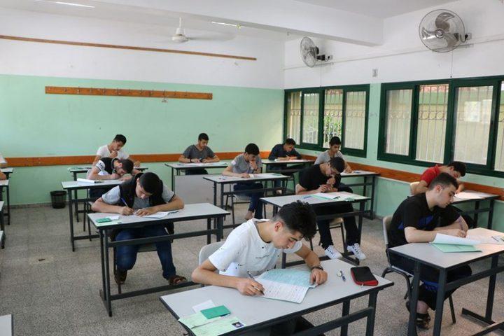 امتحان اللغة العربية وجهات نظر متفاوتة لطلبة الثانوية