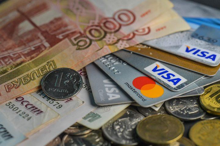 الدولار يهبط أمام الروبل الروسي