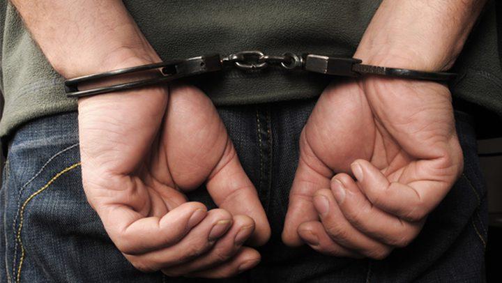 القبض على مشتبه به بقتل مواطن داخل مخيم جنين