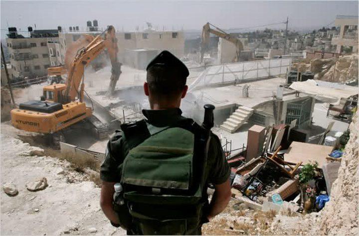 الاحتلال يهدم منزلا سكنيا وآخر قيد الانشاء بالقدس