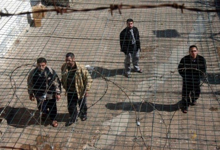 """الأسرى في """"هداريم"""" يبدأون بلورة خطة إضراب مفتوح عن الطعام"""
