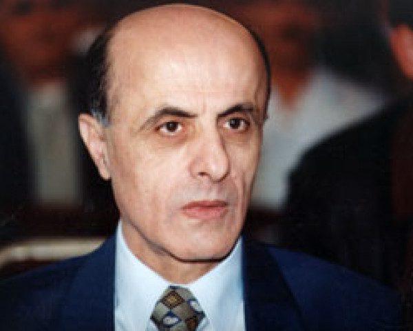 الرئيس يأمر بتنكيس الأعلام والحداد على وفاة المناضل محسن إبراهيم