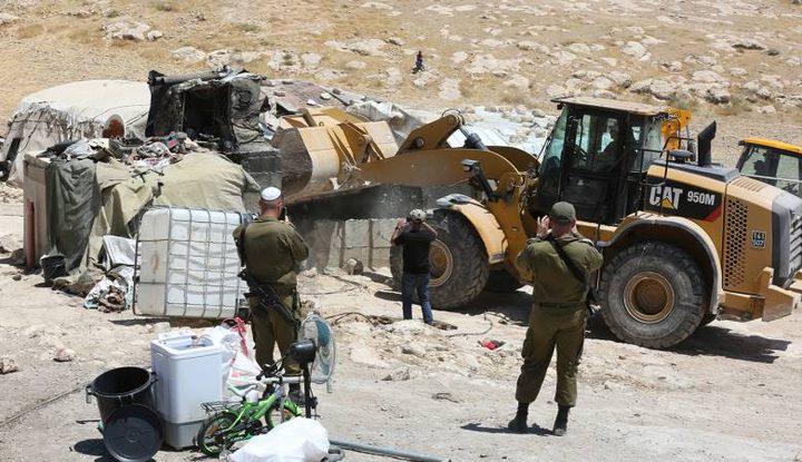 قوات الاحتلال تهدم مسكنا شمال الخليل