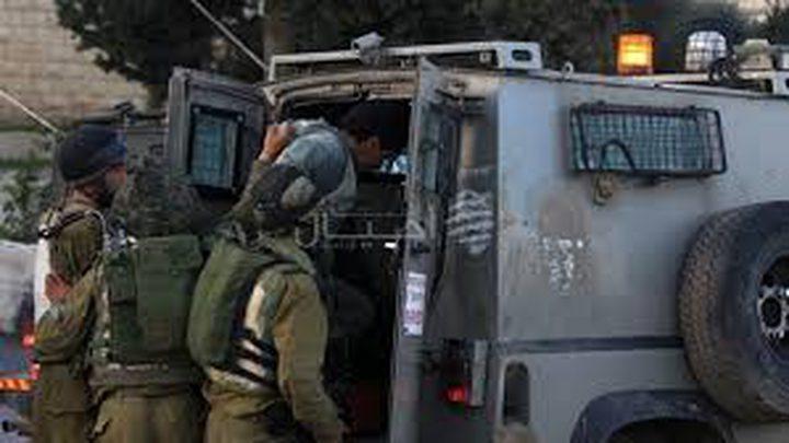 الاحتلال يعتقل فتى وشابا من يعبد