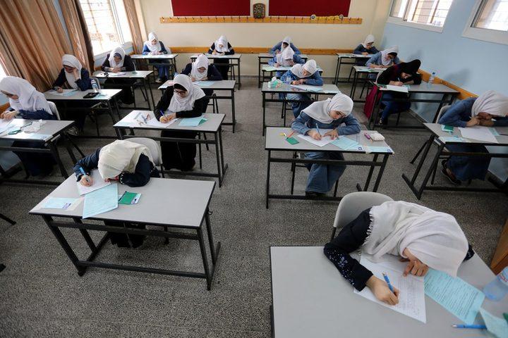 قلقيلية:طلبة الثانوية العامة في عزون عتمة يتقدمون لأول امتحاناتهم