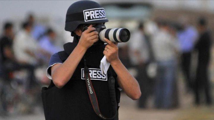 التجمعيطالب بتوفير الحماية للصحفيين من اعتداءات الاحتلال