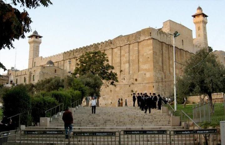 الاحتلال منع رفع الاذان 54 وقتا في الحرم الابراهيمي