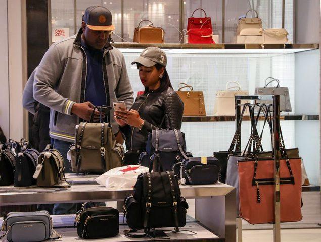 انخفاض أسعار المستهلكين بالولايات المتحدة لشهر الثالث على التوالي