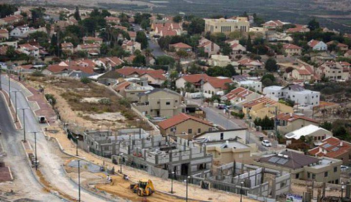 جرافات الاحتلال تواصل شق طريق استيطاني جنوب نابلس