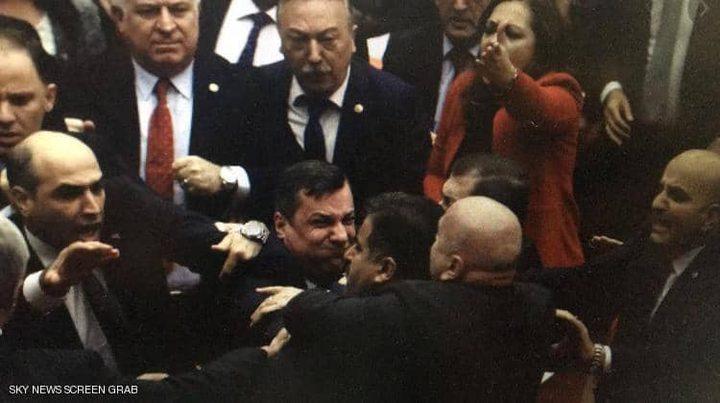"""البرلمان التركي يمرر قانون """"ميليشيات الشوارع"""" بعد عراك"""