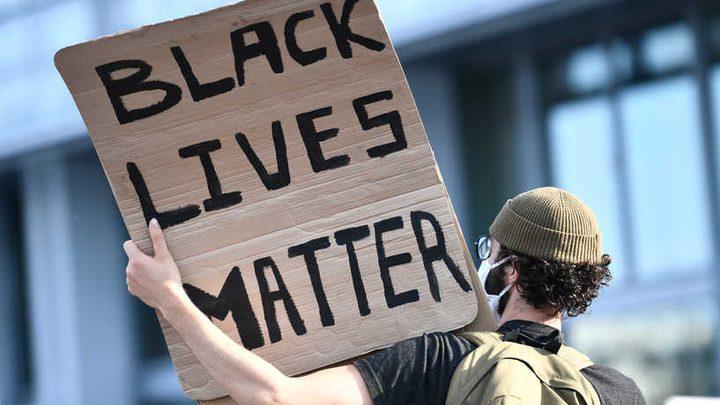 الشرطة الفرنسية تقمع المتحتجين ضد التمييز العنصري