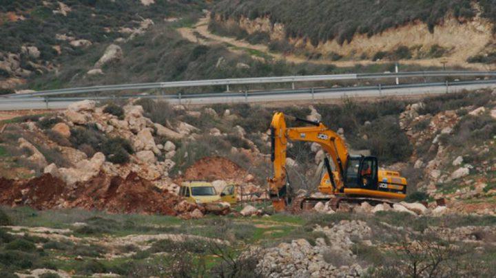 مستوطنون يجرفون أراضي جالود جنوب نابلس