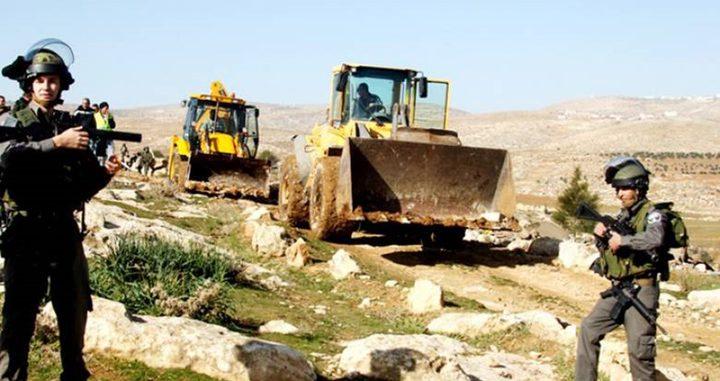 قوات الاحتلال تستولي على جرافة في قرية عين شبلي