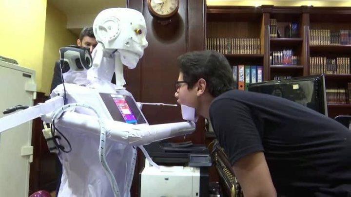 مهندس مصري يبتكر روبوت خاص لفحص كورونا