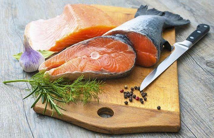 هل يسبب سمك السلمون الإصابة بفيروس كورونا ؟