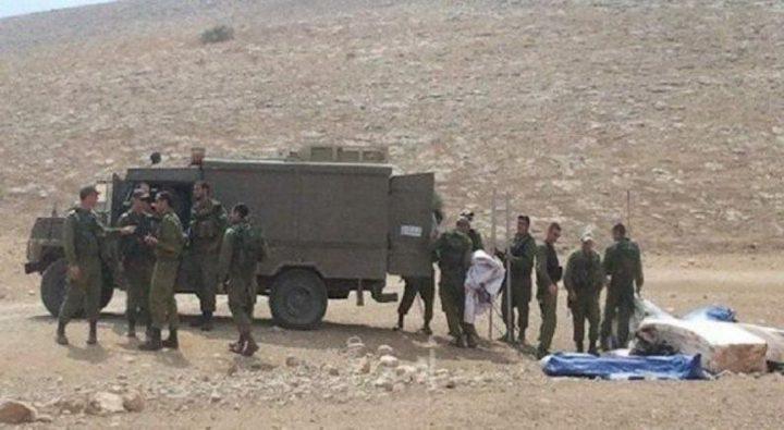الاحتلال يعيق حركة المواطنين على مدخل قرية عين البيضا