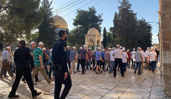 """158 مستوطنا يقتحمون """"الأقصى"""" بحراسة شرطة الاحتلال"""