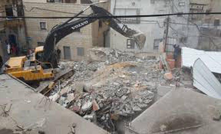 قوات الاحتلال تهدم مغسلة مركبات شرق بيت لحم
