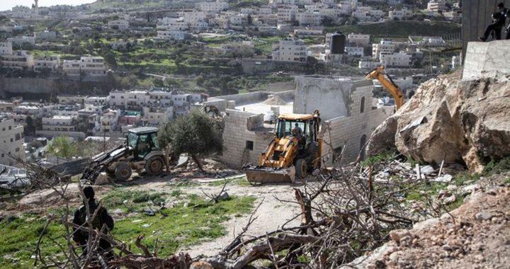 الاحتلال يخطر بوقف بناء مساكن ومنشآت زراعية في الخليل وسلفيت