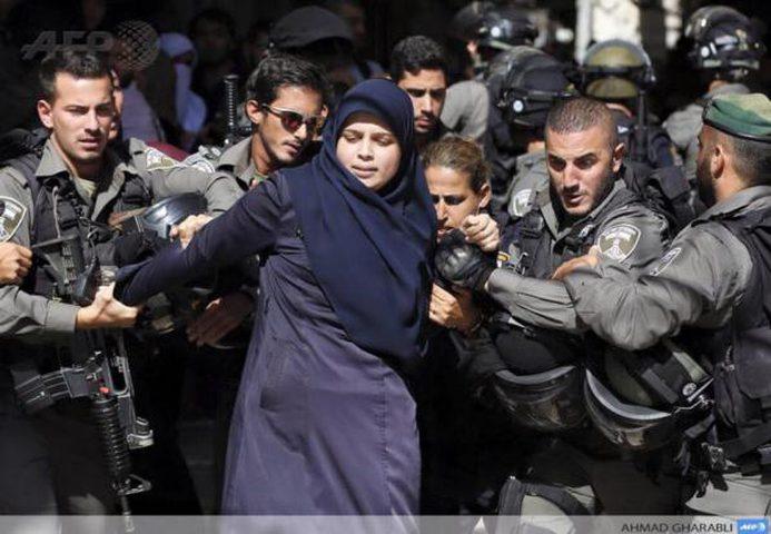 الاحتلال يعتقل حارسا و5 مقدسيات بالأقصى بعد الاعتداء عليهن بالضرب