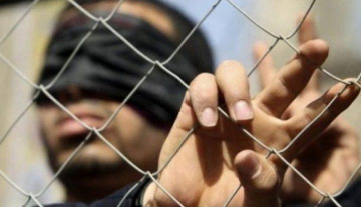 إدارة سجون الاحتلال تواصل عزل أسيرين منذ أكثر من 100 يوم