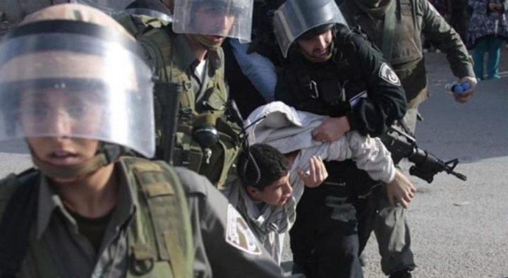 قوات الاحتلال تعتدي على شابين في الخليل