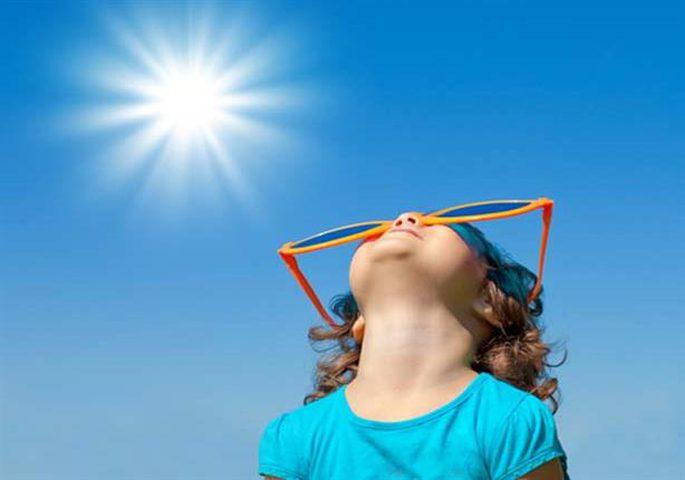 دراسة: حرارة الشمس قد تضر بوظائف أدمغة الأطفال