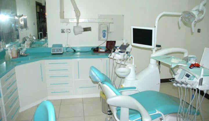 إغلاق 3 عيادات للأسنان لعدم الالتزام بشروط السلامة العامة بنابلس