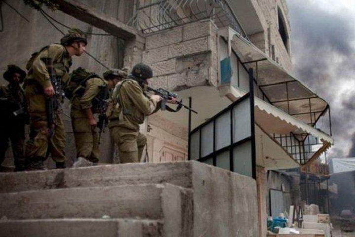 الاحتلال يداهم مخيمي الفوار والعروب