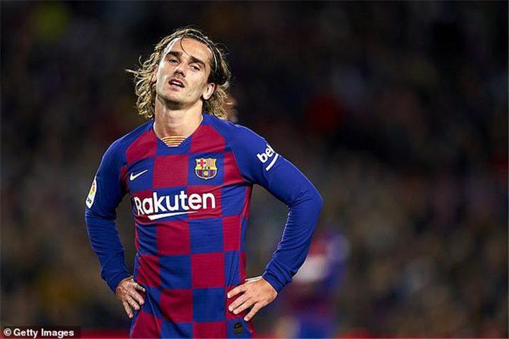 غريزمان يواصل أرقامه السلبية مع برشلونة