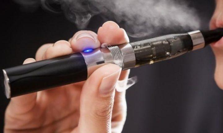تحذير.. السجائر الإلكترونية تزيد خطر الوفاة بفيروس كورونا