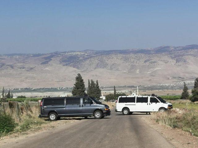 الاحتلال يغلق مدخل قرية بردلة في الأغوار ويشدد من اجراءاته