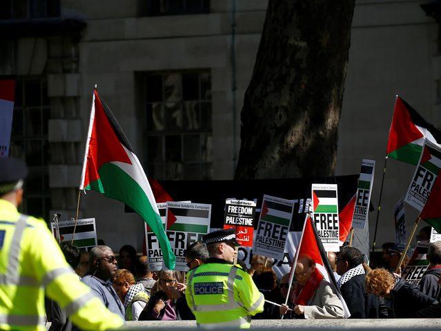 """حملة """"حياة السود مهمة"""" في بريطانيا تتضامن مع فلسطين"""