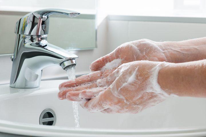 الصحة العالمية: غسل اليدين أكثر فعالية من لقاح كورونا المنتظر
