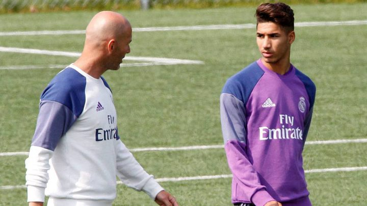 زيدان وراء رحيل حكيمي عن ريال مدريد