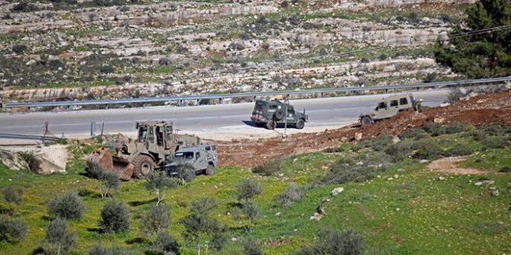 مستوطنون يجرفون أراضي جنوب شرق محافظة قلقيلية