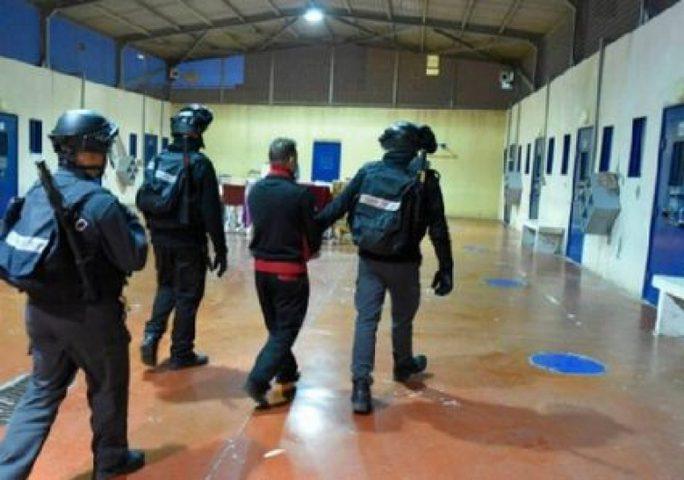 اخلاء قسمين في سجن عوفر وتحويلهما لحجر صحي