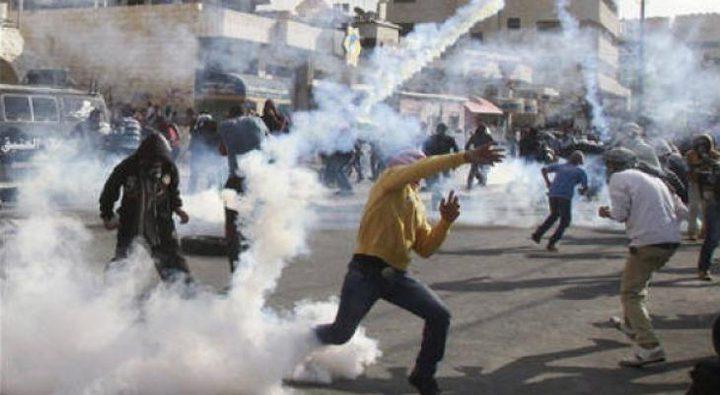 عشرات الاصابات بالاختناق في مواجهات مع الاحتلال في الخليل