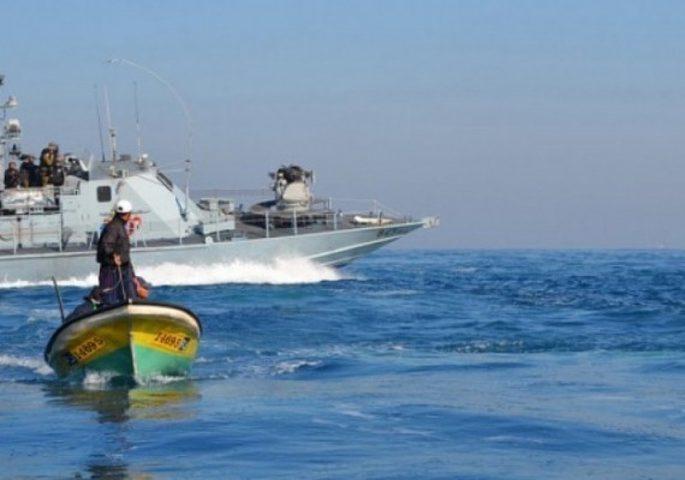 بحرية الاحتلال تعتقل أربعة صيادين في بحر رفح