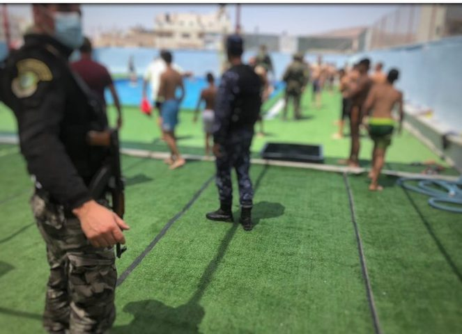 نابلس: الاجهزة الامنية تغلق مسبحا في مخيم عسكر الجديد