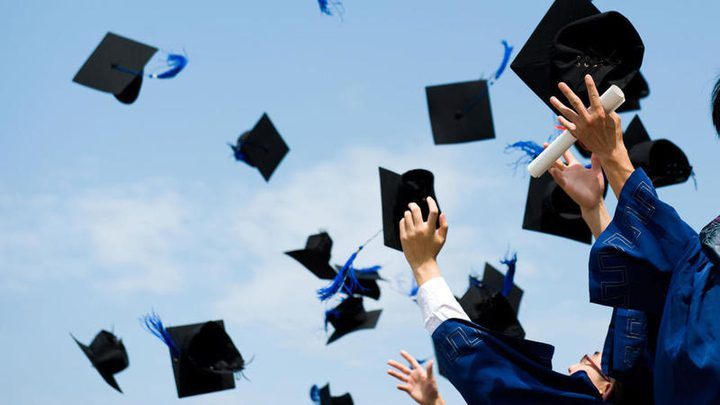 تحديد معدلات القبول لدرجة البكالوريوس في الجامعات