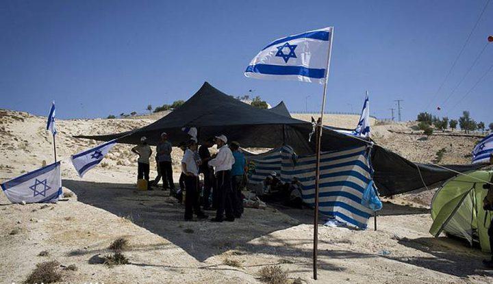 مستوطنون ينصبون خيمة في منطقة الفارسية بالأغوار